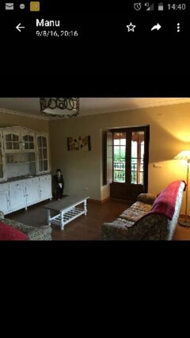 Salón con amplio porche