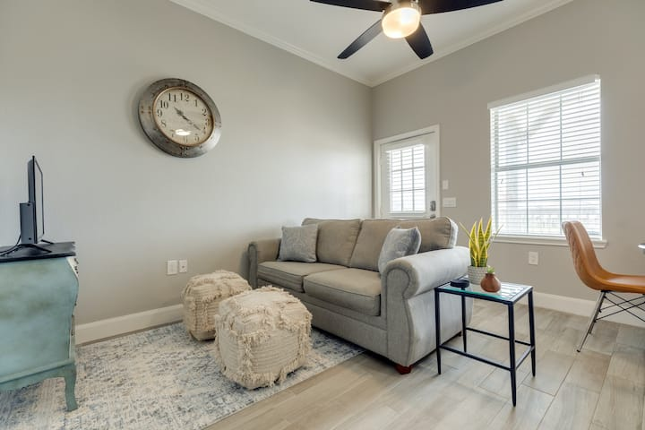 New listing! Beautiful dog-friendly townhome w/ Surfside Beach access!