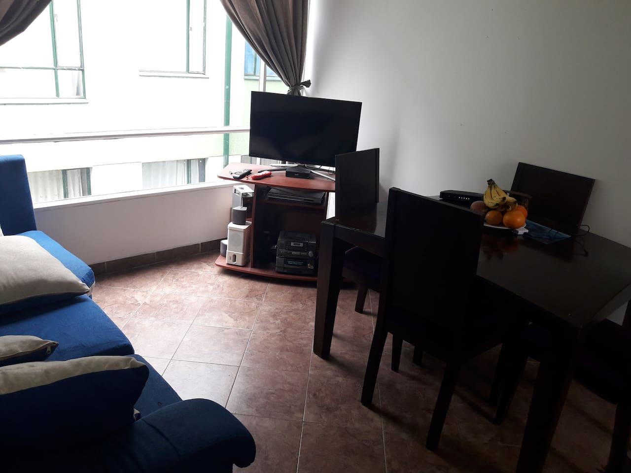 Sala comedor con tv.netflix y wifi
