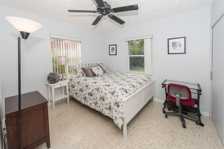 Queen bed, small desk, shared bath