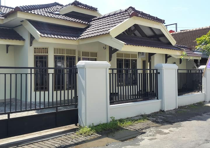Rumah Tin Homestay nyaman di tengah kota Jogja