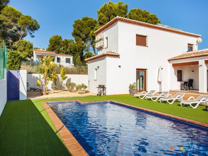 PINETS - Preciosa villa con piscina y vistas al mar a solo 700 metros de la Cala Pinets de Benissa