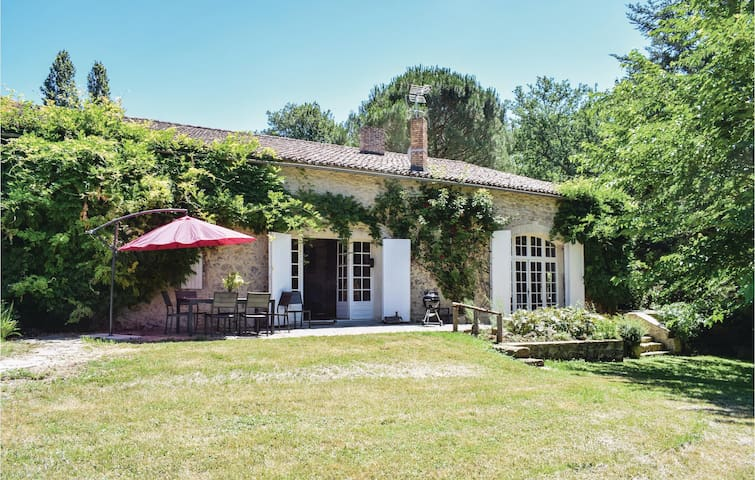 Holiday cottage with 3 bedrooms on 250m² in Monsegur