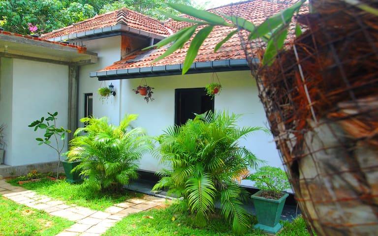 Kalyani Home & Tours Weligama - Weligama - House