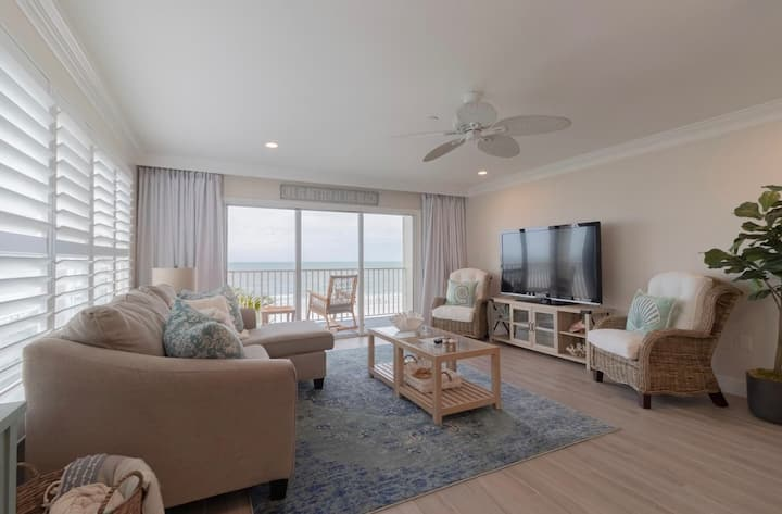 Beachfront Condo Corner Unit2BR/2BA Prime Location