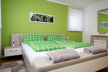 """NEW AP2"" Modernes Outlet Apartment mit Balkon - Metzingen - Apartment"