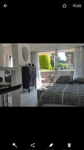 salon avec canape lit