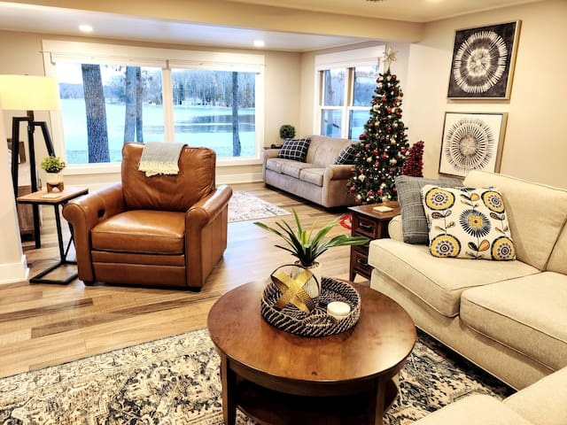 Spacious living room with high quality furnishings and a great view of Bills Lake.