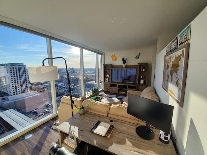 Cozy and Convenient Downtown Apt w. Great Views!