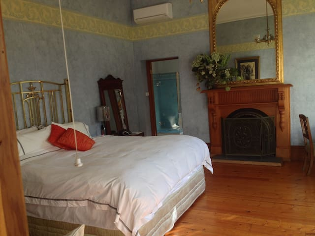 Hurlstone homestead grand room B&B