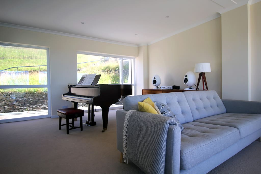 6ft Grand piano and Hi-end wireless music system
