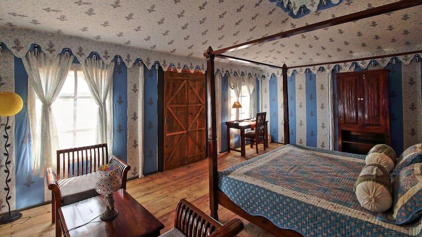 Inside the Cottage Room