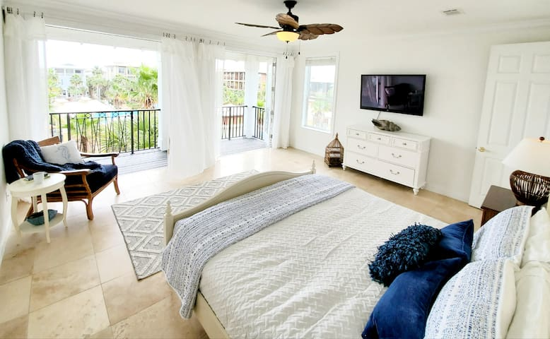 Master bedroom balcony - wake up happy with a view of palm trees