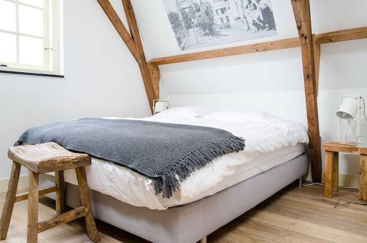 twee 2 persoonskamers met eigen badkamer elk € 93 - Vreeland - Wohnung