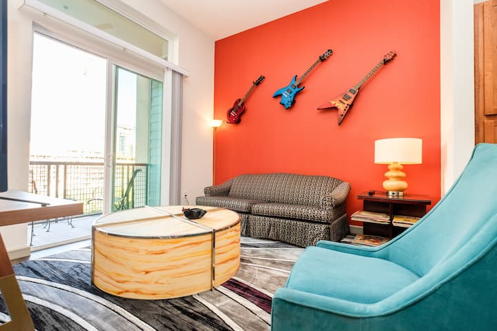 RockNRoll Penthouse Suite l Awesome Apt downtown
