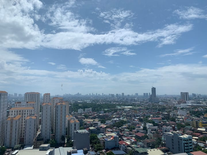 Suite 36 in EDSA Shaw: WIFI, Netflix, great view