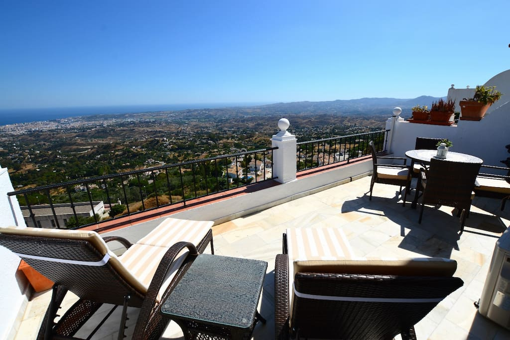 Stunning Views From Modern Apartment In Mijas Flats For