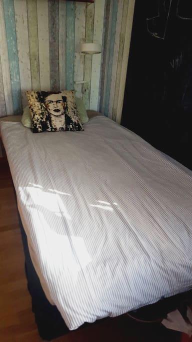 Singel bed