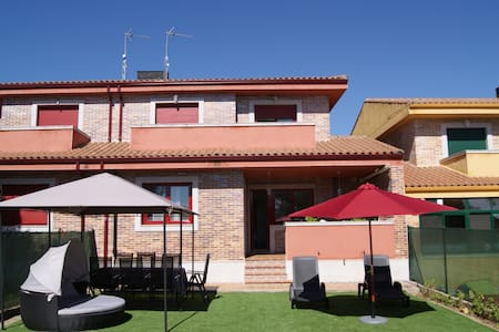 CHALET 20 km from Salamanca - Townhouse
