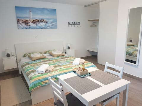 STUDIO APT. VECI a/c, free parking, beach 500m