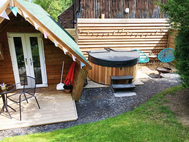 Glamping pod, hot tub, seating areas with firebowl bbq