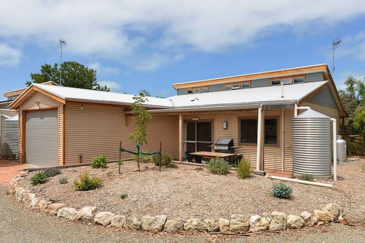 Port Elliot- Bundalee cabins: Pistachio cabin - Port Elliot - Cabin