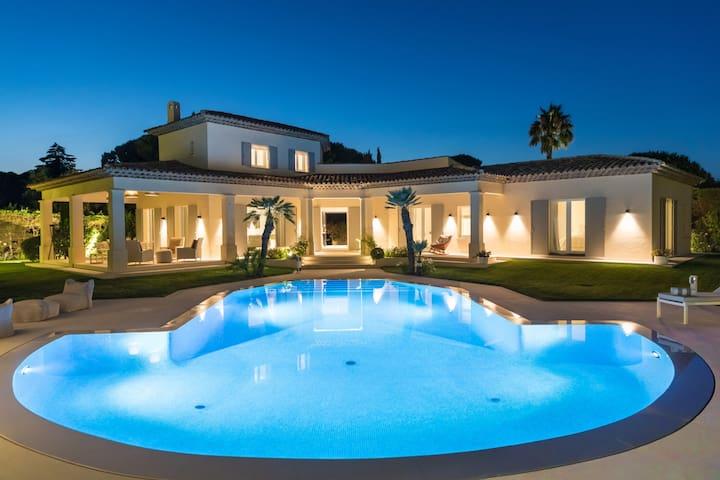 Large villa 4 bedr.+heated pool+summer2019