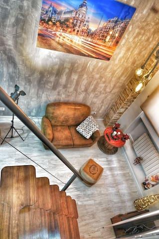 Moderno y acogedor apartamento de dos alturas! P.1