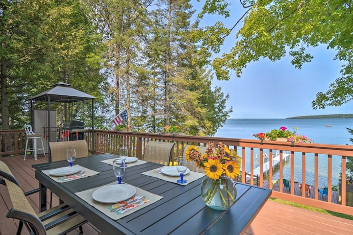 NEW! Charming 3-Season Lakefront Retreat w/ Dock