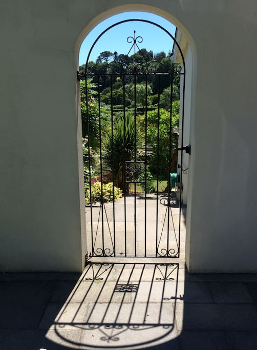 Private access to garden apartment