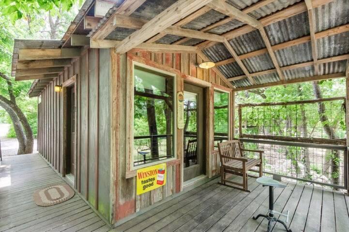 Luckenbach Lodge Cabin 2 - Walk to Luckenbach, Tx.