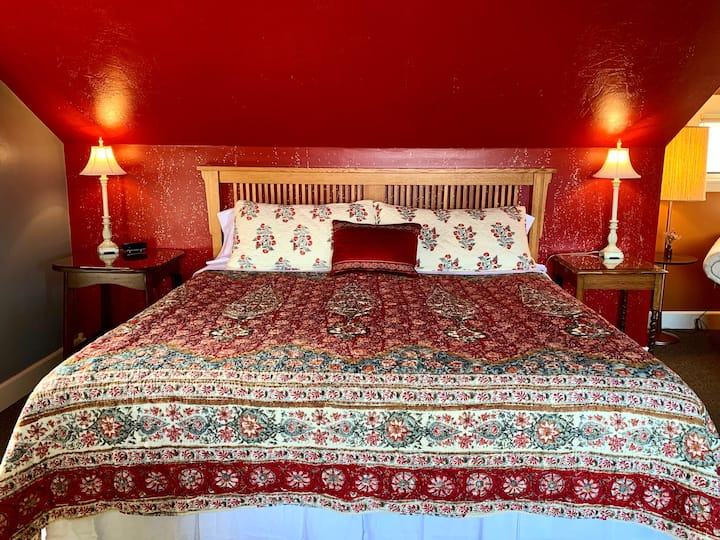 Chanticleer Inn: Aerie, mountain-view, suite-style
