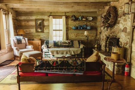 1830's Log Cabin in the Woods
