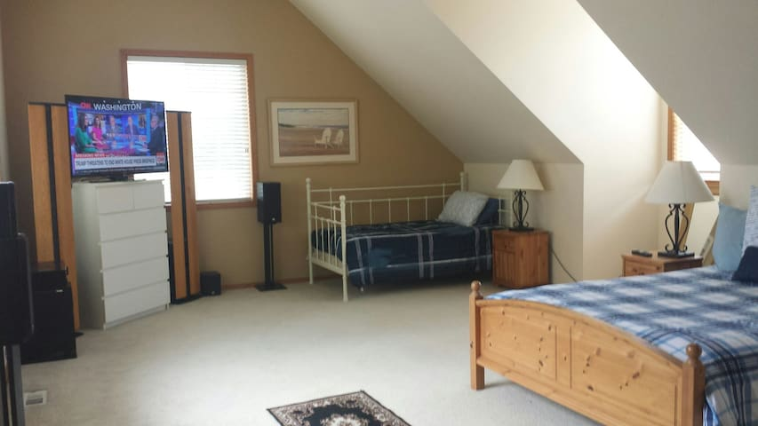 Spacious/Popular space with rental car option!!