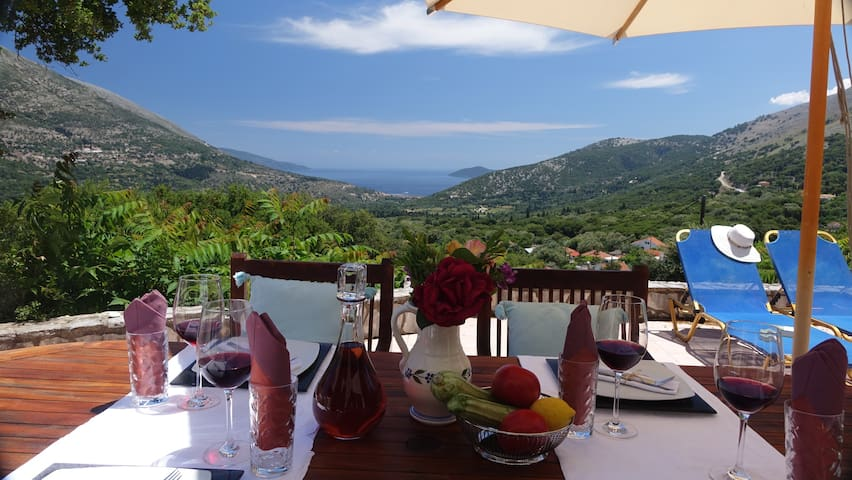 Villa Agnandi-Superb Views, Relaxation and Comfort