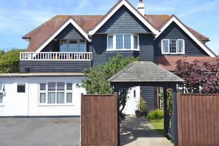 Private Ensuite Rooms & Garden, Close to the Sea - Selsey - Bed & Breakfast