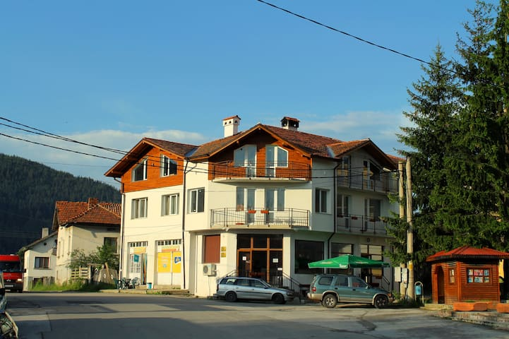 Edelweiss guest house-excellent for hiking in Rila