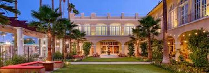 Golf Resort! Includes Breakfast!!
