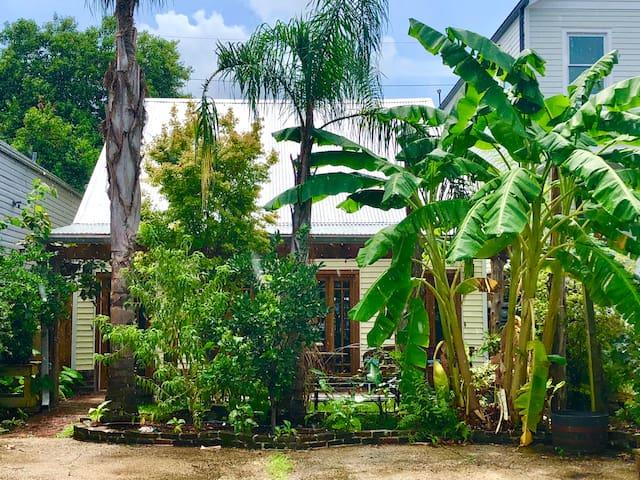 Casa de Margarita, Cozy Creole Cottage