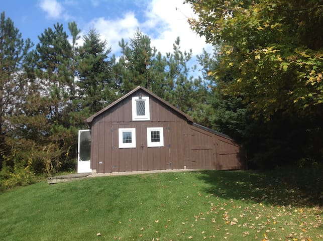 Cozy outbuilding on luxurious farm - Clarington - House