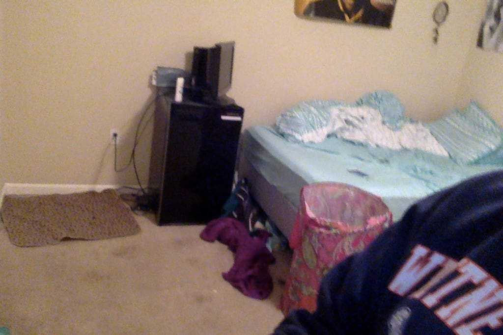 Sorry for the messy room at the moment. It will be clean when needed