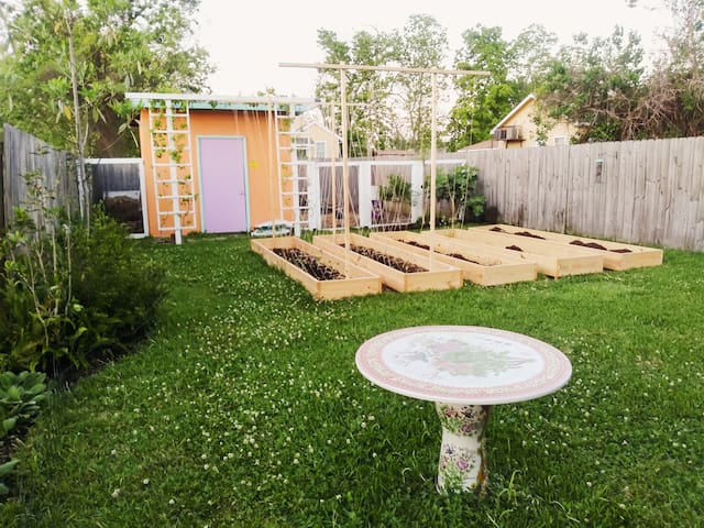 Cute Shotgun & Backyard: Minutes to French Quarter