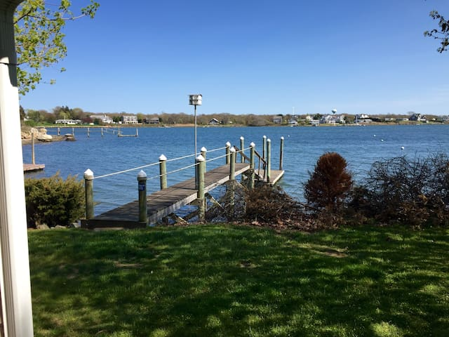 Cozy Waterfront Cottage With Dock - Narragansett - Talo