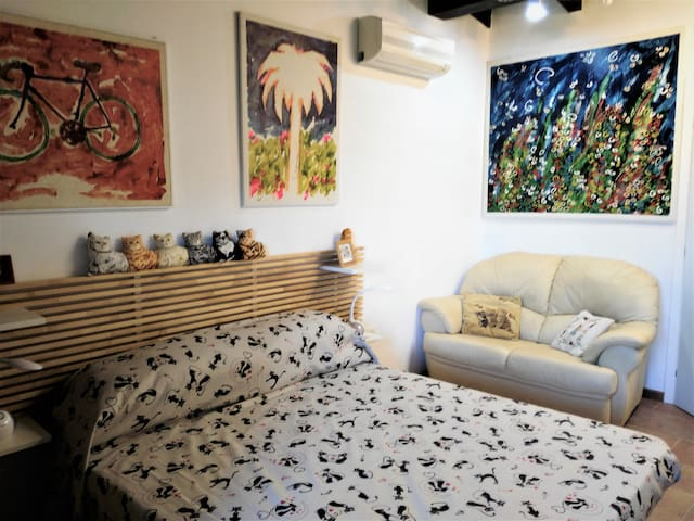 La gatta - Large Double Room, with bathroom and furnished kitchen