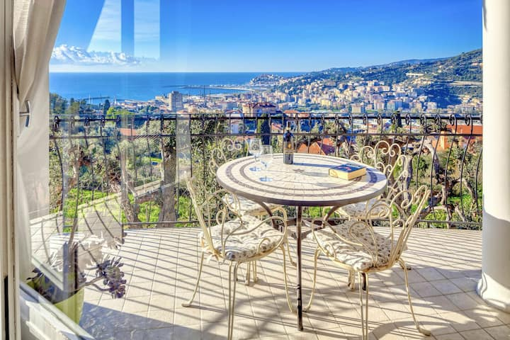 Casa Matilde - Panoramic apartment for 6 people in Imperia, terrace and sea-view
