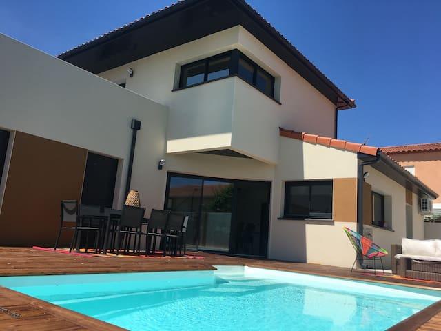 Spacieuse villa BBC avec piscine