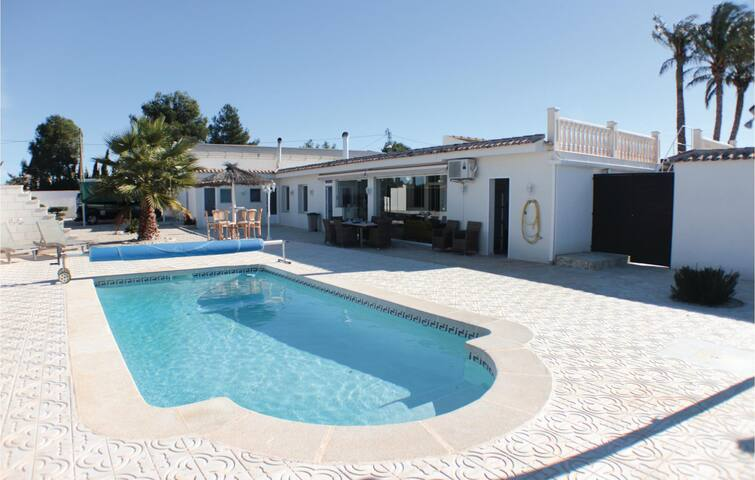 Terraced house with 3 bedrooms on 140m² in Crevillente