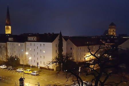 Hübsche Altbauwohnung in Stadtmitte - Rostock