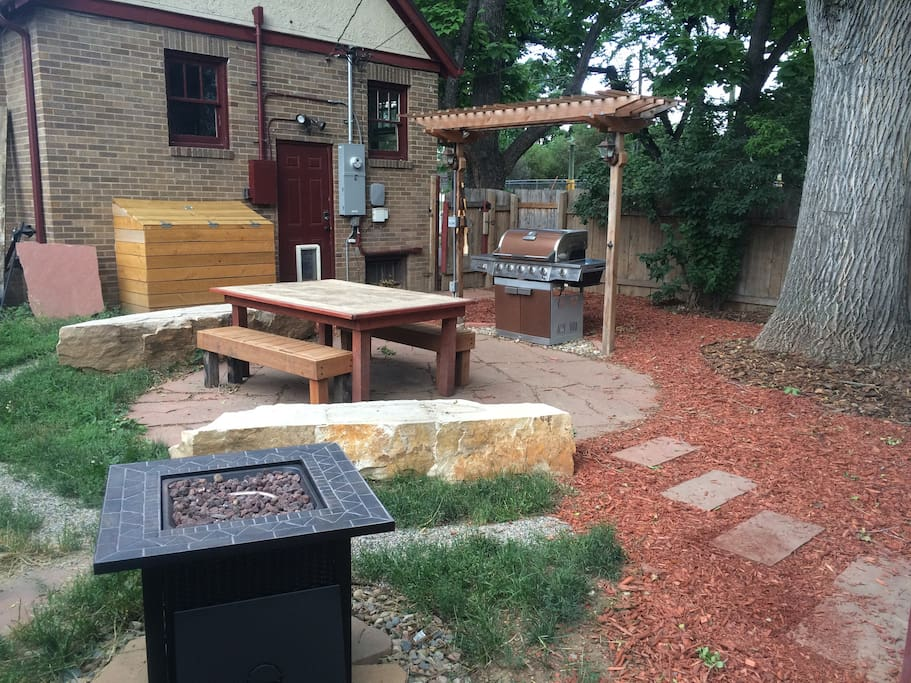The professionally landscaped yard is perfect for large groups.