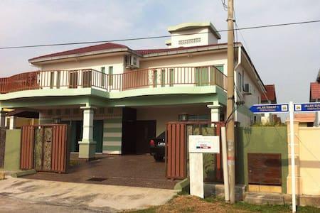 Port Dickson Holiday Bungalow - Homestay Villa - Willa